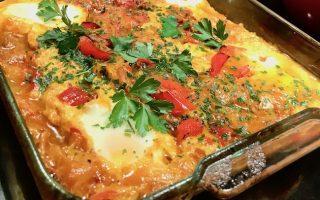plat de légumes oeufs et persil
